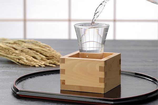 稲穂と枡と日本酒