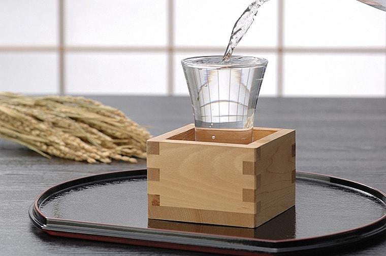 稲と枡と日本酒