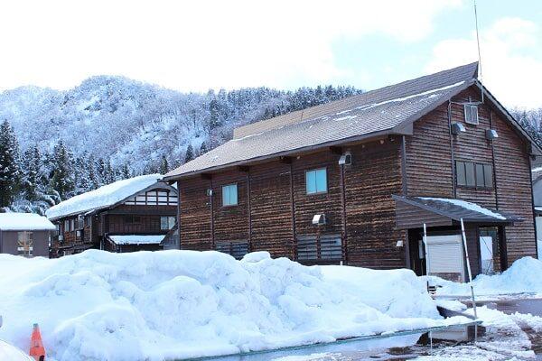 渡辺酒造店 雪に埋もれた蔵